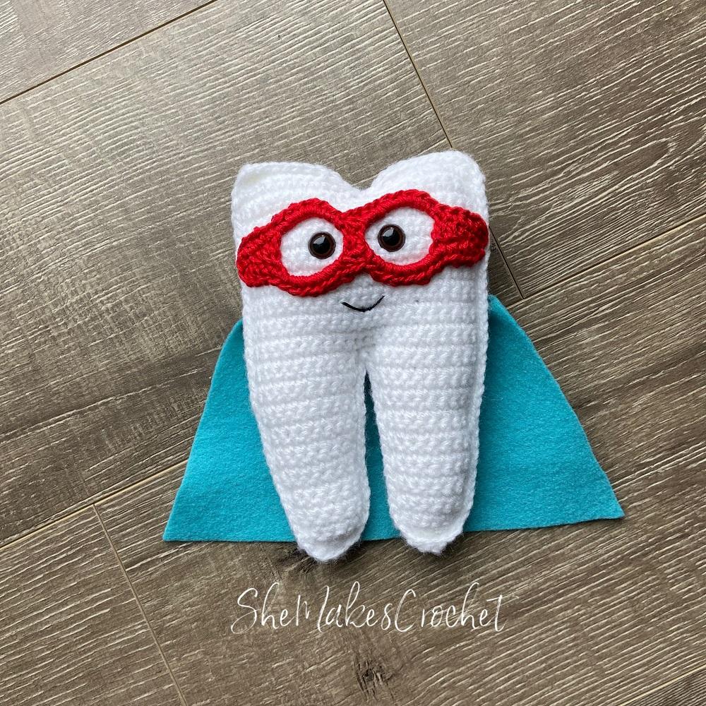 Tooth Fairy Pouch - Free Crochet Pattern Loops & Love Crochet | 1000x1000